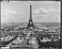 1900 World Fair in Paris. Panorama of the parks of the Champ de Mars and the Trocadéro. Paris, 1900. © Neurdein/Roger-Viollet