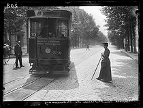 World War One. Seventh day of mobilization in Paris, on August 8, 1914. Woman working as a ticket collector in the tramway. © Wackernie/Excelsior – L'Equipe/Roger-Viollet