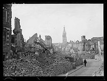 Ruins of Cambrai (France), with the belfry in the background, early August 1919. © Excelsior – L'Equipe/Roger-Viollet