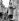 """Chute du mur de Berlin. Vieille femme, """"Mauerspecht"""", grattant le mur près de la porte de Brandebourg. Allemagne, printemps 1990. © Ullstein Bild / Roger-Viollet"""