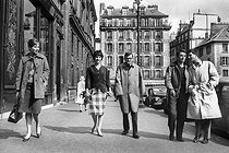 Claude Chabrol with the actors of his first two films: Juliette Mayniel, Bernadette Lafont, Gérard Blain and Jean-Claude Brialy. Paris, April 1959. © Bernard Lipnitzki / Roger-Viollet