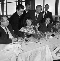 Mistinguett (1875-1956), French actress, singer and variety artist, celebrating her 82th birthday at the restaurant of the Eiffel Tower. Paris, on April 4, 1954. © Roger-Viollet