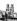 Peintre sur le parvis de Notre-Dame. Paris (IVème arr.), avril 1955. © Roger-Viollet