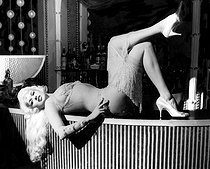 """Too Hot to Handle"", film de Terence Young. Jayne Mansfield. Etats-Unis, 1960.  © TopFoto / Roger-Viollet"