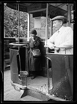 Last day for the replacement of strikers. Female ticket inspector. Paris, on June 14, 1919. © Excelsior – L'Equipe/Roger-Viollet
