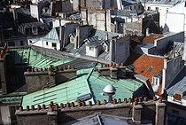 View of Parisian roofs from the rue Réaumur. Paris (IInd arrondissement), November 1976. Photograph by Léon Claude Vénézia (1941-2013). © Léon Claude Vénézia/Roger-Viollet