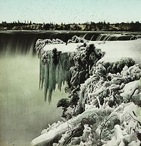USA.-Niagara Falls. Snow effects at Table Rock. photography. Detail of a colorized stereoscopic view. © Léon et Lévy/Roger-Viollet