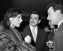 "Juliette Gréco, Armand Mestral and Fernand Raynaud. Presentation of the Honorary Award to Maurice Chevalier for ""Gigi"". 1959.  © Roger-Viollet"
