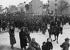 Guerre 1939-1945. Campagne de Pologne. Fin de la bataille de Varsovie. Soldats polonais sur le chemin de la captivité, après la capitulation de la ville. Pologne, 28 septembre 1939. © Ullstein Bild/Roger-Viollet
