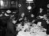 Repas de famille. France, 1890. Photographie d'Henri Roger (1869-1946). © Henri Roger / Roger-Viollet