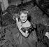 """Jeanne Moreau dans """"L'Heure éblouissante"""" d'Anna Bonacci. Paris, théâtre Antoine, janvier 1953. © Roger-Viollet"""
