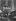 Maison au fond d'une impasse donnant sur la rue Pixerecourt. Paris (XXème arr.), vers 1967. Photographie de Léon Claude Vénézia (1941-2013). © Léon Claude Vénézia/Roger-Viollet