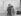 Irving Berlin (1888-1989), compositeur américain d'origine russe, avec sa épouse la chanteuse Dorothy Goetz, sur le pont d'un bateau. 1912. © Ullstein Bild/Roger-Viollet