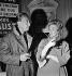 """Jean Seberg et Romain Gary. Cocktail de """"Johnnie Coeur"""", pièce de R. Gary. Paris, théâtre de La Michodière, septembre 1962. © Studio Lipnitzki / Roger-Viollet"""