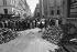 Evènements de mai-juin 1968. Paris VIème et VIIème ardts, angle des rues Jacob et des Saints-Pères, devant l'Ecole de médecine, 12 juin 1968. © Jacques Cuinières / Roger-Viollet