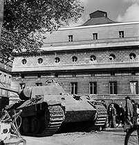 World War II. Liberation of Paris. German Panther tank and war-damaged Théâtre de l'Odéon. Paris (VIth arrondissement), August 1944. Photograph by Jean Roubier (1896-1981). © Fonds Jean Roubier / Roger-Vio
