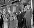 Harold Macmillan (1894-1986), homme politique britannique fêtant sa victoire et son retour au poste de Premier ministre. Bromley (Angleterre), 9 octobre 1959. © PA Archive / Roger-Viollet