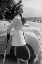 Car beauty contest: Cadillac. On the right: Capucine, French model and actress. Paris, bois de Boulogne, June 1951. © Collection Roger-Viollet/Roger-Viollet