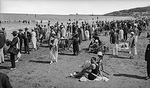 The beach at bathing time. Deauville (Calvados), around 1900.      © CAP / Roger-Viollet