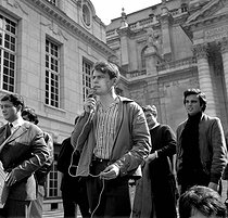 Events of May-June 1968. Demonstration in the courtyard of the Sorbonne. Roland Castro speaking into the microphone. Paris, on May 3rd, 1968.  © Roger-Viollet
