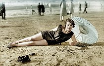 Bather, circa 1925. Colorized photo. © Neurdein/Roger-Viollet