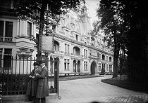 Neuilly-sur-Seine (Hauts-de-Seine). The castle of Madrid where the treaty of Neuilly between the Allies and Bulgaria was signed. November 1919. © Albert Harlingue/Roger-Viollet
