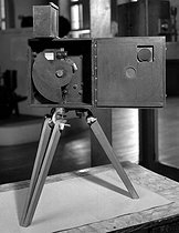 First camera of the brothers Auguste and Louis Lumière, pioneers of the cinema. Paris, National Conservatory of Arts and Crafts. © Roger-Viollet