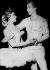 Xenia Ter-Stepanova, danseuse soviétique, et Rudolf Noureïev (1938-1993), danseur russe. Opéra de Paris, 17 juin 1961. © TopFoto/Roger-Viollet