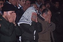 Taha Yassin Ramadan, Yasser Arafat and Abou Iyad praying before the beginning of a meeting. Baghdad (Iraq), January 1991. © Françoise Demulder / Roger-Viollet