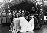 L'amiral Darlan prononçant l'éloge funèbre du général Charles Huntziger et de ses compagnons morts dans un accident d'avion, en présence d'Otto Abetz et de la délégation allemande. Vichy (Allier), novembre 1941. © Roger-Viollet