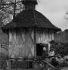 Dépendance d'une ferme landaise. 1953. Photographie de Janine Niepce (1921-2007). © Janine Niepce / Roger-Viollet