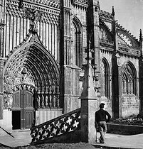 Batalha (Portugal). Gate of the monastery Santa Maria da Vitoria (in the beginning of XV-th century). By 1900. © Léon et Lévy/Roger-Viollet