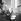 Marchand de glaces et gratte-ciel. La Havane (Cuba), mars 1959.      © Roger-Viollet