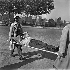 Guerre 1939-1945. Libération de Paris. Secours à un blessé, août 1944. © Gaston Paris / Roger-Viollet