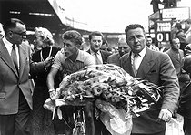 Jacques Anquetil (1934-1987), French racing cyclist, winner of the Tour of France, and his wife Janine. Paris, Parc des Princes, on July 20, 1957.  © Roger-Viollet