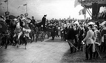 Albert Dawant (1852-1923). Military review at Bétheny (France), on September 21, 1901. Tsar Nicholas II of Russia (centre) and Tsarina Alexandra Fyodorovna (Alix of Hesse), getting off of a barouche and greeted by President Emile Loubet. 1905 art salon. © Neurdein / Roger-Viollet