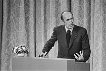 Valéry Giscard d'Estaing (born in 1926), President of the French Republic, during a press conference, 1974. © Jacques Cuinières / Roger-Viollet