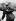 Edmund Hillary doté de son équipement complet, portant son appareil d'oxygène de circuit ouvert, à son retour de l'expédition britannique, où il a atteint avec succès le sommet du mont Everest. Katmandou (Népal), 30 juin 1953. © TopFoto / Roger-Viollet