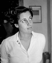Françoise Giroud, French journalist and politician. France, 1948.  © Roger Berson/Roger-Viollet