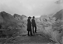 Members of the Touring-Club at the Mer de Glace (Sea of Ice), July 1913. © Maurice-Louis Branger / Roger-Viollet