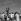Jour de l'indépendance, marchand de chapeaux. La Havane (Cuba), 24 février 1959. © Roger-Viollet