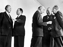 Council of Europe in Strasbourg (France). From left to right : Konrad Adenauer, Alcide De Gasperi, Robert Schuman, Stikker and Bech. © Roger-Viollet