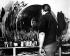 Francis Bacon (1909-1992), peintre britannique, dans son atelier. © TopFoto/Roger-Viollet