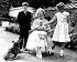 Elisabeth Bowes-Lyon entourée de ses petits-enfants, le prince Charles, le prince Andrew et la princesse Anne. Londres (Angleterre), Clarence House, 4 août 1960. © TopFoto/Roger-Viollet