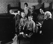 The first television. Burgundy (France), 1963. Photograph by Janine Niepce (1921-2007). © Janine Niepce / Roger-Viollet
