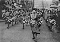 Marching band during a demonstration of English suffragettes. England, 1910. © Maurice-Louis Branger/Roger-Viollet