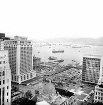 Hong Kong (China). Panorama of Victoria and the roads from the top of Hilton hotel. At the bottom : Kowloon. Febuary 1972. © Roger-Viollet