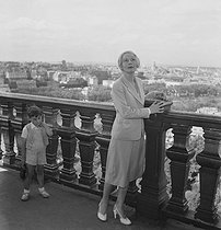 Arletty (1898-1992), French actress, attending a reception at the Eiffel Tower. Paris, on June 17, 1950. © Roger-Viollet