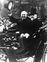 Raymond Poincaré and Thomas Woodrow Wilson, President of the United States. Paris, 1919.     © Roger-Viollet
