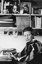 Simone de Beauvoir (1908-1986), French writer, at her place. Paris, Palais Royal, 1978. Photograph by Janine Niepce (1921-2007). © Janine Niepce/Roger-Viollet